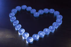 Un Tealights spento nella forma di un cuore Fotografia Stock Libera da Diritti