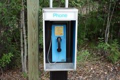 Un teléfono para las emergencias en un camping en los territorios del Yukón Fotografía de archivo