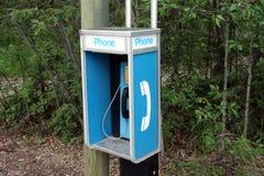 Un teléfono para las emergencias en un camping en los territorios del Yukón Fotografía de archivo libre de regalías
