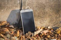 Un teléfono quebrado de la pantalla táctil Fotografía de archivo libre de regalías