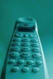 Un teléfono sin cuerda elevado de la casa Imagenes de archivo