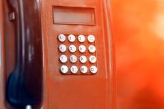 Un telefono pubblico con i bottoni fotografia stock libera da diritti