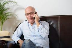 Un telefono senior Fotografia Stock