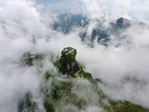 Un tempio circondato dalle nuvole Fotografia Stock