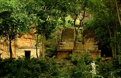 Un temple abandonné dans le complexe sittanavasal de temple de caverne photographie stock libre de droits