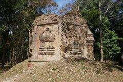Un templo arruinado en Prasat sí Puon en Sambor Prei Kuk en Camboya imágenes de archivo libres de regalías