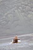 Un templo cerca de la parada magnética de la colina en Ladakh Imagen de archivo