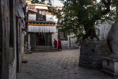 Un templo en Rikaze, Tíbet, templo de Zhashilunbu imágenes de archivo libres de regalías