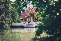 Un templo flotante foto de archivo