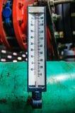 Un termometro facendo uso della tubatura dell'acqua Fotografia Stock Libera da Diritti