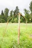 Un terrain de football abandonné en début de l'été Images libres de droits