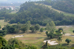 Un terrain de golf en montagne Photo stock