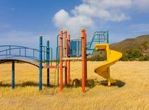 Un terrain de jeu abandonné dans les îles au vent Image stock
