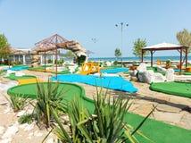 Un terrain de jeu pour le mini golf à la station de vacances de Sunny Beach, Bulgarie photographie stock libre de droits