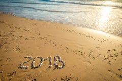 Un testo da 2018 nuovi anni sulla sabbia Fotografie Stock Libere da Diritti