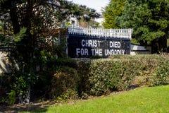 Un testo di scripture su una parete della chiesa congregazionalista dell'aria aperta storica nella regione di Pickie di Bangor Ir Immagini Stock