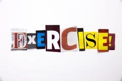 Un testo di scrittura di parola che mostra concetto dell'allenamento di esercizio fatto della lettera differente del giornale del Immagini Stock Libere da Diritti