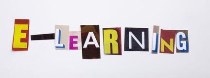 Un testo di scrittura di parola che mostra concetto dell'e-learning fatto della lettera differente del giornale della rivista per Fotografia Stock