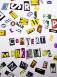 Un testo di scrittura di parola che mostra concetto dell'introduzione sul mercato contenta fatto della lettera differente del gio Fotografie Stock Libere da Diritti
