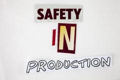 Un testo di scrittura di parola che mostra concetto di sicurezza nella produzione fatta della lettera differente del giornale del Fotografie Stock Libere da Diritti