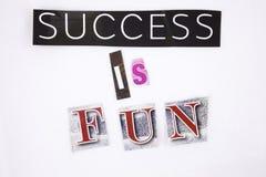 Un testo di scrittura di parola che mostra il concetto di successo è DIVERTIMENTO fatto della lettera differente del giornale del Fotografia Stock