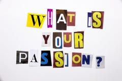 Un texte d'écriture de mot montrant le concept de ce qui est votre passion faite en lettre différente de journal de magazine pour Images stock