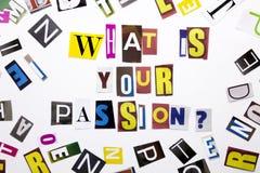 Un texte d'écriture de mot montrant le concept de ce qui est votre passion faite en lettre différente de journal de magazine pour Photographie stock libre de droits