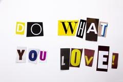 Un texte d'écriture de mot montrant le concept de font ce que vous aimez pour vous avez fait de la lettre différente de journal d Image stock