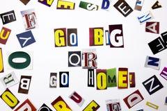 Un texte d'écriture de mot montrant le concept Go grand ou rentrent à la maison fait de la lettre différente de journal de magazi Photos libres de droits