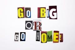 Un texte d'écriture de mot montrant le concept Go grand ou rentrent à la maison fait de la lettre différente de journal de magazi Image libre de droits