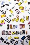 Un texte d'écriture de mot montrant le concept de l'avance par l'exemple fait en lettre différente de journal de magazine pour le Photos stock