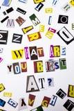 Un texto de la escritura de la palabra que muestra el concepto de CUÁLES SON USTED MEJOR EN LA PREGUNTA hecha de diversa letra de Fotografía de archivo