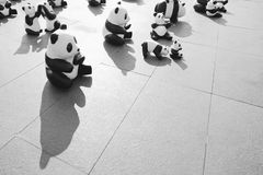 un TH di 1600 Pandas+, panda di carta del mache per rappresentare 1.600 panda Fotografie Stock Libere da Diritti