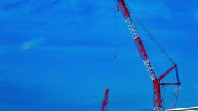 Un timelapse de grúas en la construcción inferior en Tokio almacen de metraje de vídeo