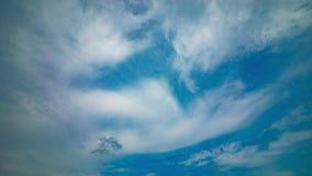 Un timelapse de journée de ciel nuageux banque de vidéos