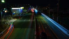 Un timelapse de la calle en el centro de la ciudad en Tokio en la exposición larga de la noche tiró de par en par la inclinación almacen de video