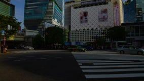 Un timelapse de la gente en la travesía en la inclinación tirada amplia diurna de Shibuya Tokio almacen de metraje de vídeo