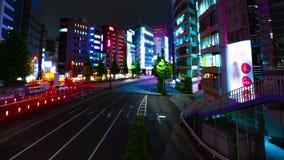 Un timelapse de la rue à la ville au néon dans Shinjuku Tokyo a au loin tiré le filtrage banque de vidéos