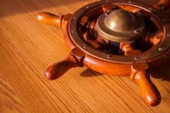 Timone della nave immagine stock immagine di esplorazione 1475461 - Un ampolla sulla tavola ...