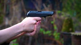 Un tir d'une arme à feu clips vidéos