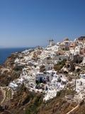 Un tir vertical du village d'Oia dans Santorini Gr image stock