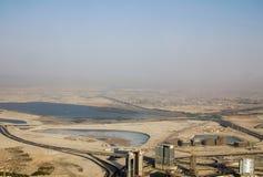Un tiro de una tormenta grande del polvo que se acerca a Dubai durante el día Imagenes de archivo