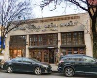 Un tiro exterior de la calle de Arthur Avenue Retail Market de poca Italia del Bronx imagen de archivo