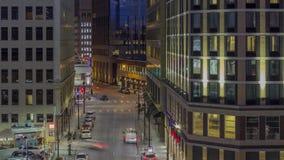 Un tiro largo medio de la exposición que comprime los rascacielos y la intersección céntricos 4K UHD Timelapse de Minneapolis de  almacen de metraje de vídeo