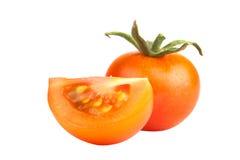 Un tomate y una rebanada amarillos aislados en el fondo blanco Foto de archivo libre de regalías