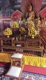 Un tombeau typique à l'intérieur d'un temple bouddhiste, Chiang Mai, Thaïlande photographie stock