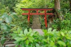 Un torii es un japonés tradicional Fotos de archivo libres de regalías