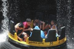 Un tour de l'eau de rapide de naufrage, SeaWorld, San Diego image libre de droits