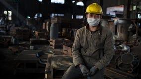 Un trabajador en el taller fotos de archivo
