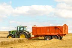 Un tracteur vert moderne de John Deere Photographie stock